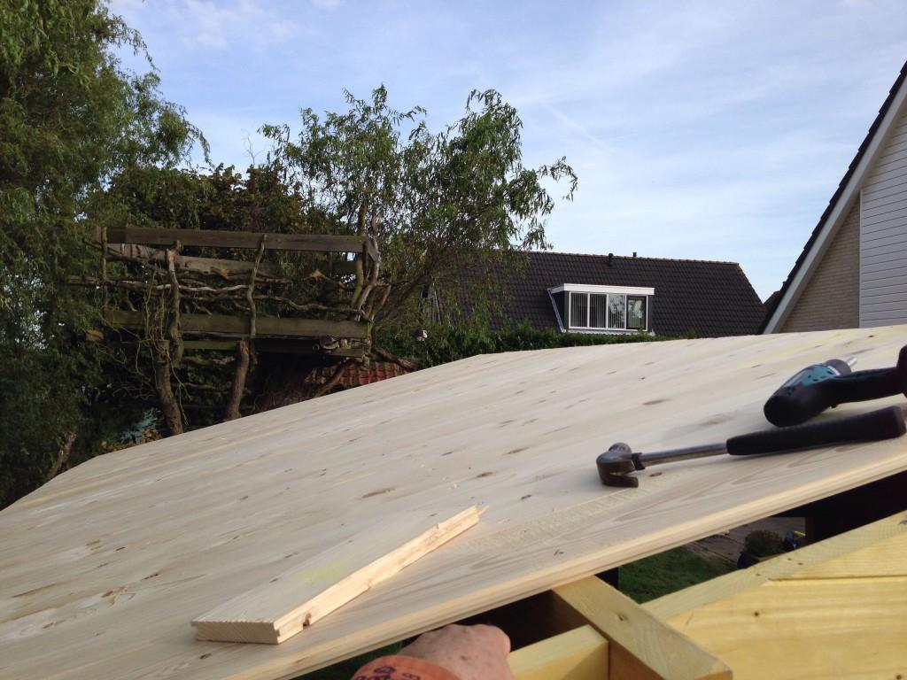 Op het dak.